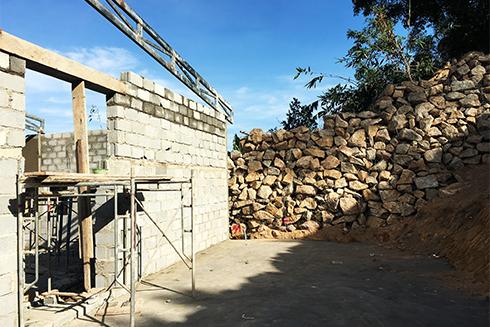 Một công trình xây dựng trái phép ở thôn Phước Hạ, xã Phước Đồng đang được thi công.