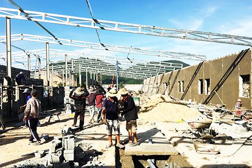 Một công trình xây dựng trái phép ở thôn Phước Hạ, xã Phước Đồng đang được thi công (ảnh chụp ngày 29-1).