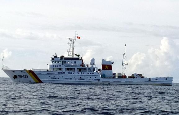 Tàu Kiểm ngư 473 trên đường tìm kiếm cứu nạn.
