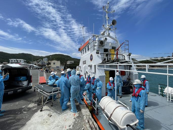 Cứu nạn thuyền viên nước ngoài bị nạn trên vùng biển Việt Nam