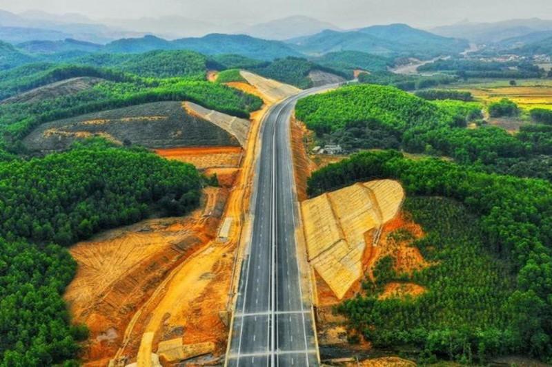 Đường cao tốc Hạ Long - Vân Đồn. Ảnh. V.LONG